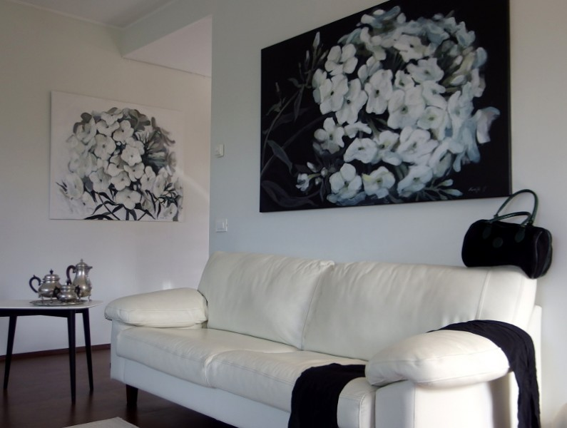 mustvalge lillemaalid, The Perfect Harmony. Black and White Paintings
